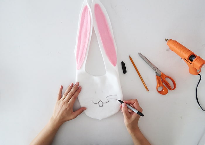 drawing bunny face bag